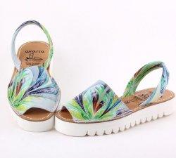 Femei frumoase si sandale avarca !